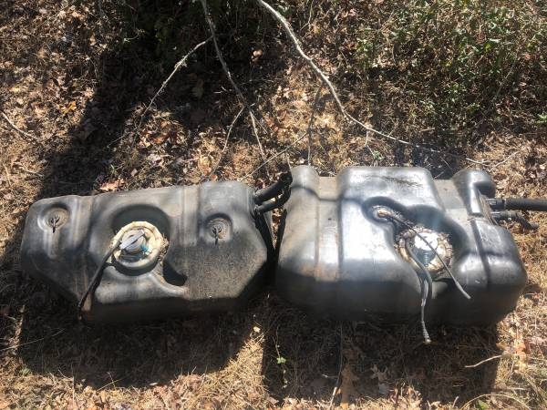 Photo Jeep Wrangler TJ 97-02  Cherokee XJ 97-01 Fuel Gas Tanks - $40 (Barnegat)