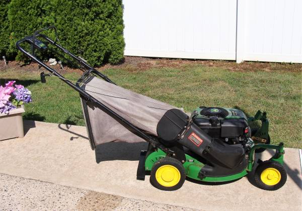 Photo John Deere Zero Turn Self Propel Gas Lawn Mower - $325 (Toms River)