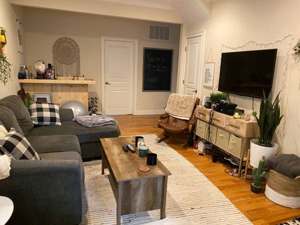 Photo Looking for Female Roommate in downtown Red Bank. Awesome Location (Red Bank, New Jersey)