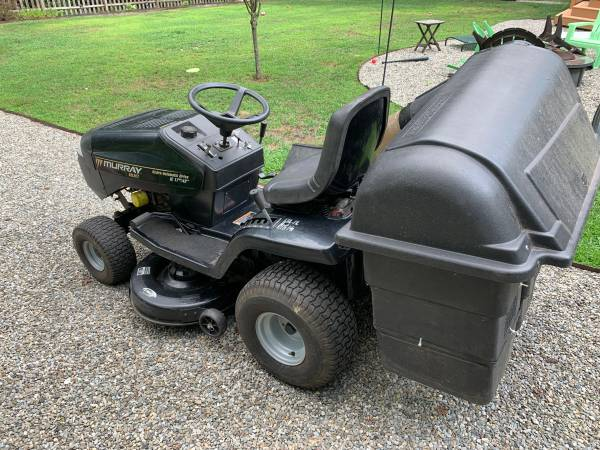 Photo Murray Riding Mower  Lawn Tractor with Rear Bagger - $550 (Medford NJ)