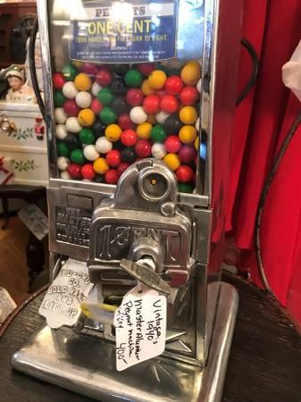 Photo PEANUT GUM MACHINE - $400 (SEA GIRT)