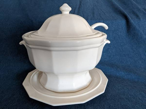 Photo Pfaltzgraff Heritage Soup Tureen with lid, ladel  underplate - $40 (Ocean, Mon. County)
