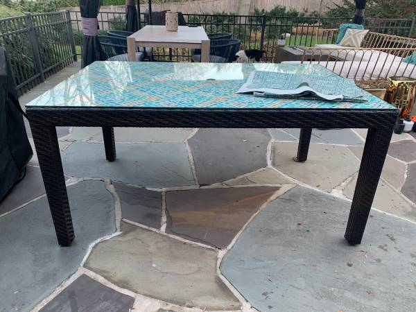Photo Pier 1 wicker outdoor table with glass top (Middletown)