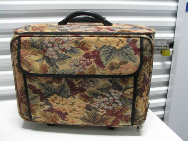 Photo ROLLING CRAFT SEWING CASE - $25 (Toms River)