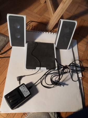 Photo SELLING MINI STEREO SPEAKER FOR SMART PHONES - $7 (fort lee,NJ)
