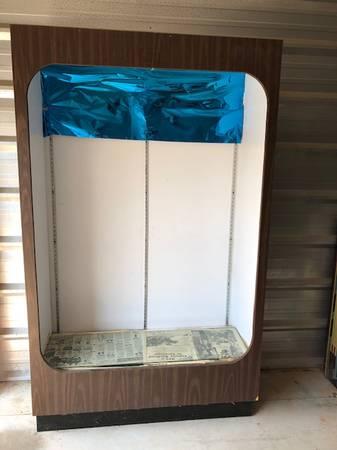 Photo Showcase Floor model Lighted glass shelves FREE (Tuckerton)