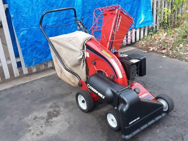 Photo Troy-Bilt Heavy duty 8hp electric start Lawn VacuumChipper, like new - $850 (East Brunswick)