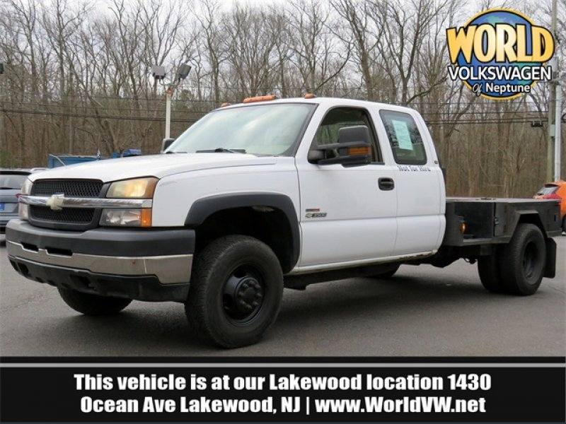 Photo Used 2004 Chevrolet Silverado 3500 4x4 Extended Cab for sale