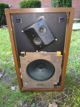 Photo Vintage Advent speakers Advent2W speaker UNTESTED - $20 (Ocean Gate, NJ)