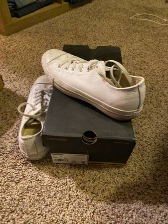 Photo Womens converse - $25 (Browns mills)