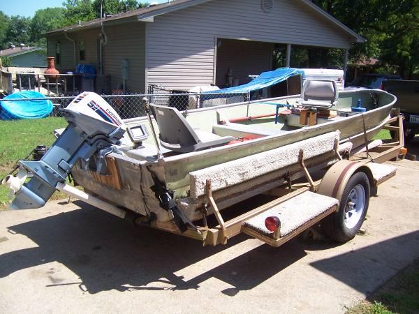 Photo 16 FT. LOWE semi-V aluminum boat,9.9 Evinrude,400TX Humminbirdd - $2,900 (SEARCY ARKANSAS)