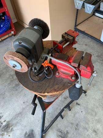 Photo Craftsman bench grinder and vices - $120 (Jonesboro)