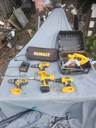 Photo Dewalt 18v cordless tools with 20v adapter - $25 (Corinth)