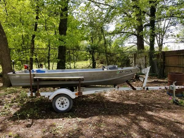 Photo Montgomery Ward Sea King 1239 alluminon boat and trailer - $700 (Harrisburg)