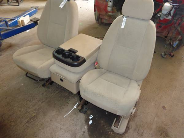 Photo TAN CLOTH SEATS FOR 2007-2009 CHEVY AND GMC TRUCKS