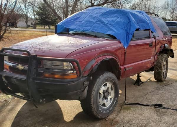 Photo RARE 2001 Chevy Blazer ZR2 2 Door (Wrecked-Passenger door) - $1 (Jonesboro)