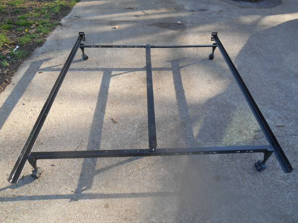 Photo bed frame rails it fits Queen, Full, and Twin beds - $35 (jonesboro, ar)