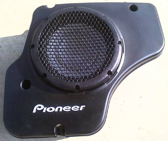 Photo 10quot Pioneer DVC sub and enclosure - $60 (Fort Smith)