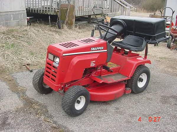 Photo 12 H.P. Riding SNAPPER Mower - $295 (neosho)
