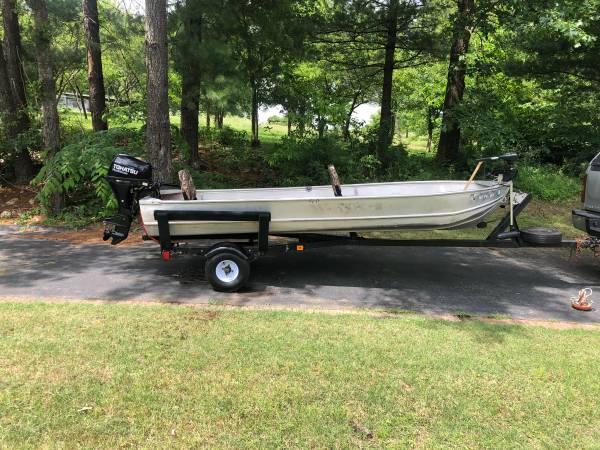 Photo 14 ft. Aluminum boat  Motor - $2,800 (Neosho)