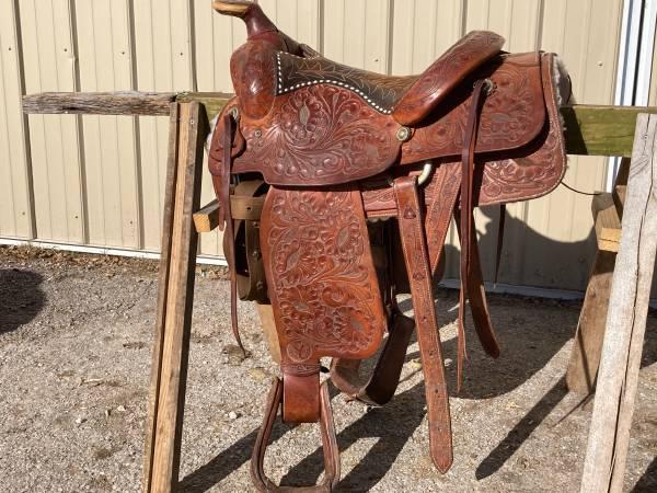 Photo 15 circle y ranch saddle - $1,000 (Neosho)