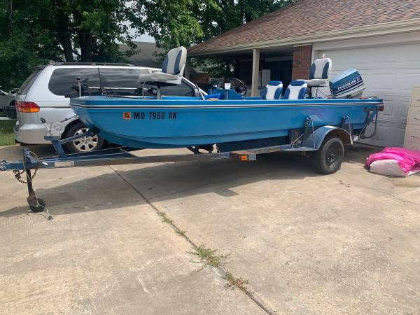 Photo 1974 classic original ranger boat  trailer  70 hp motor, GREAT condition, 16ft - $5,600 (Rogers)