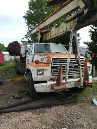 Photo 1984 F600 Ford Bucket Truck 72ft - $4200 (Weir)