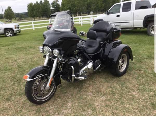 Photo 2010 Harley Davidson Electra glide trike - $10,000 (Hatfield)