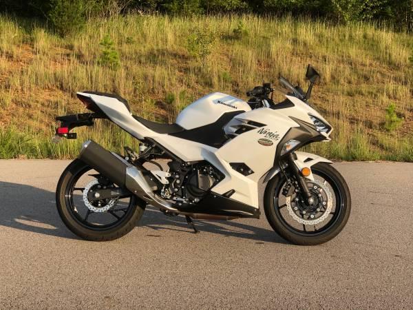 Photo 2020 Kawasaki Ninja 400 wABS - $5,000 (Fort Smith)