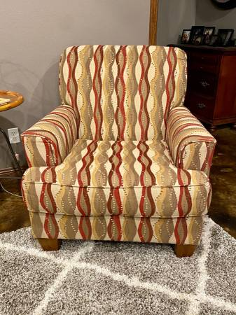 Photo Ashley Furniture Newton  Pebble Accent Chair - $175 (Webb City)