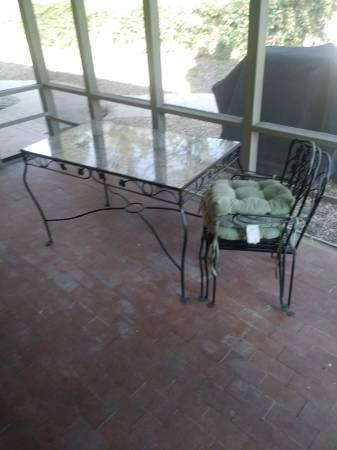 Photo Decorative Steel Patio Set - Glass Top Table - $65 (Joplin)