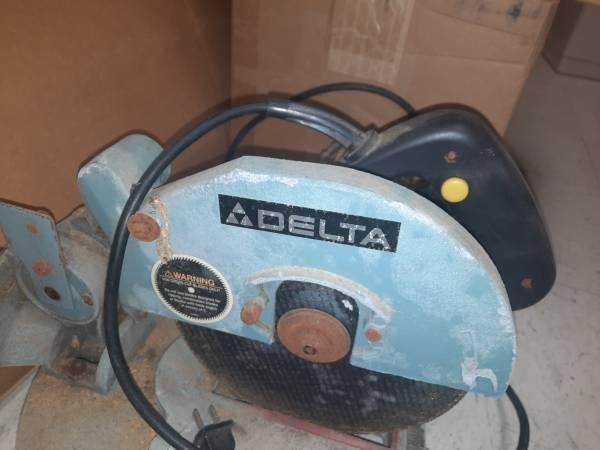 Photo Delta 8 14quot Compound Miter Saw - $50 (Lanagan)