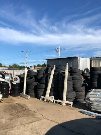 Photo Free used tires 500 of them dirt track ect (Broken arrow)