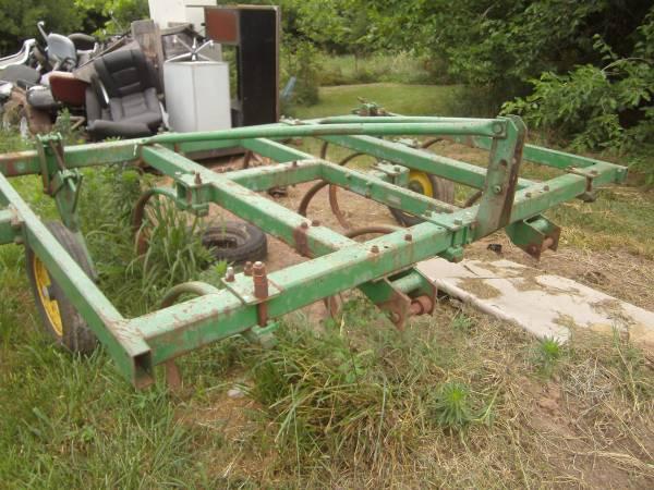 Photo John Deere field cultivator 11.539 - $1,250 (webb city)