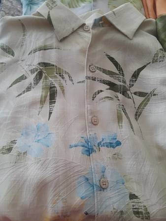 Photo MEN39S TOMMY BAHAMA TROPICAL 100 SILK SHIRT SIZE L LOT OF 7 - $50 (Carl Junction)