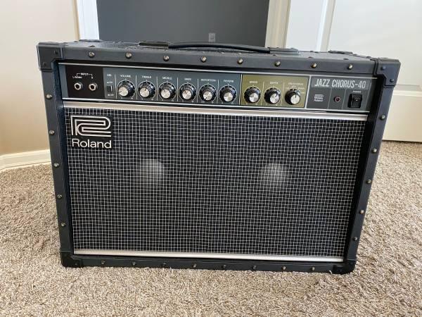 Photo Roland Jazz Chorus JC-40 40-Watt 2x10quot Guitar Combo - $400 (Broken Arrow)