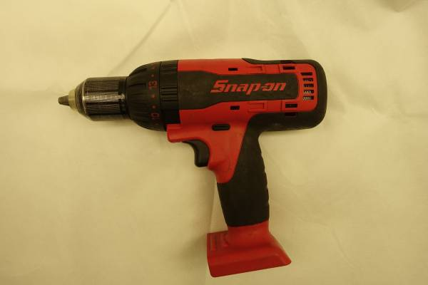 Photo SNAP-ON 18V quot HAMMER DRILL SNAPON CDR8850H  INCREDIBLE POWER - $130 (BELLA VISTA)