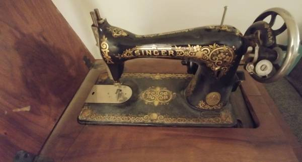Photo VINTAGE ART DECO SINGER SEWING MACHINE FOR SALE - $175 (TULSA)