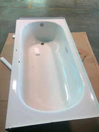 Photo White steel tub left hand drain - $100 (Joplin)