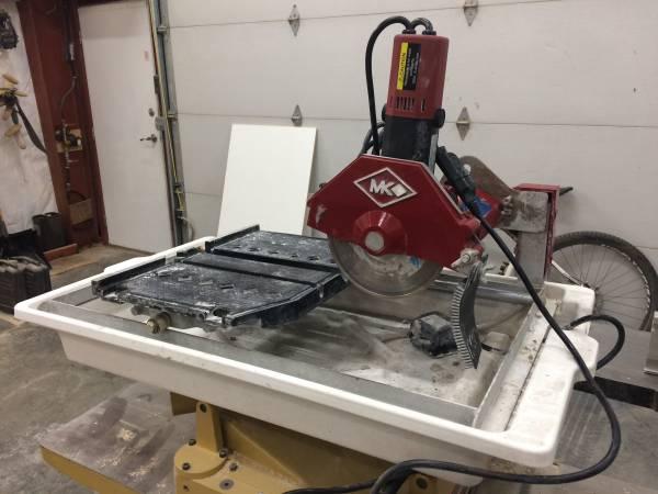 Photo Mk tile saw - $110 (Juneau)