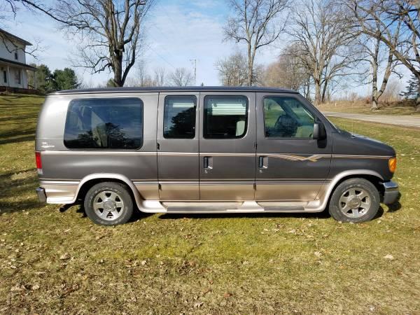 Photo 2005 Ford E-150 Conversion Van - $6900 (Leslie)