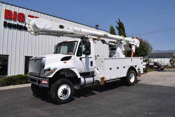 Photo 2014 International Workstar 4x4 Altec AM55-MH Bucket Truck (Call Us Today For An Instant Quote)