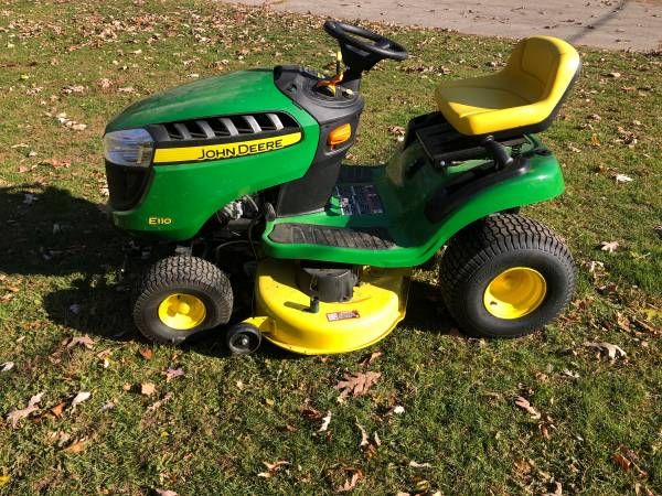 Photo 2019 John Deere E110 Lawn Tractor  Only 29 Hours Never Used Deck - $1,800 (Jackson)