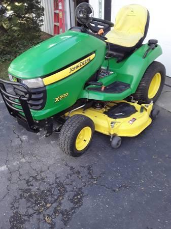 Photo 500X John Deere garden tractor - $2,900 (Reading)