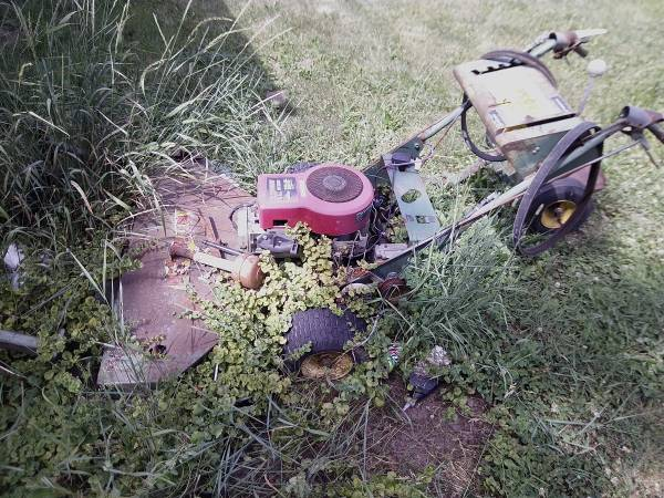Photo Button commercial walk behind - $200 (Cement City)