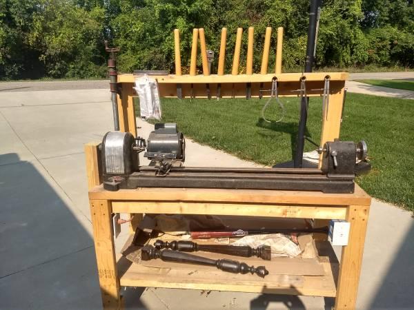 Photo Craftsman wood lathe - $100 (Hillsdale)
