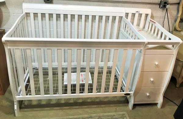 Photo Crib All In One Changing Table - $450 (Jackson,MI)