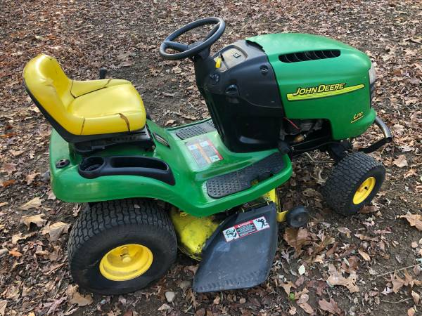 Photo John Deere L110 Automatic Lawn Tractor  Riding Lawn Mower - $550 (Jackson, MI)