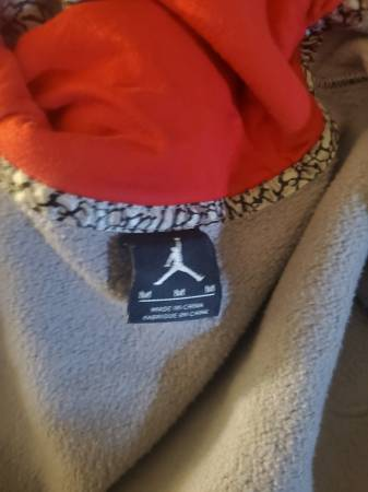 Photo Mens Jordan retro 3 hoodie(used) M - $20 (Toledo)