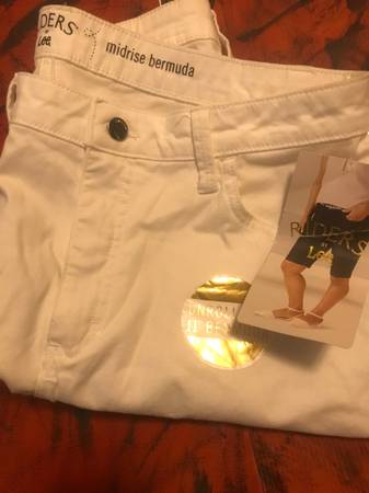 Photo Mid rise women shorts - $13 (Springport)